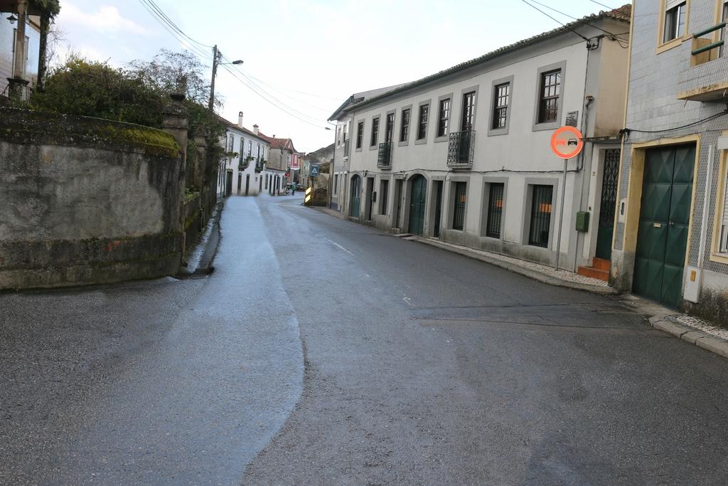 Resultado de imagem para Rua João Pinho Brandão, em Eixo